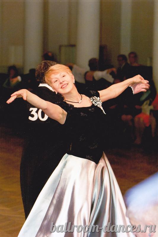 Преподаватель бальных танцев танцует сам